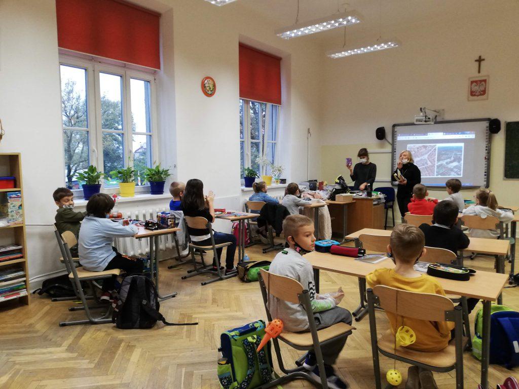 Uczniowie biorący udział w zajęciach.